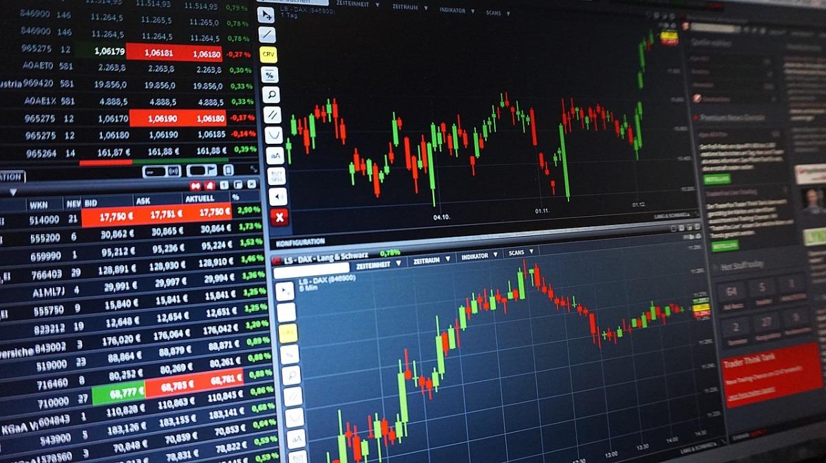 DAX unter 12.000 Punkten – Goldpreissteigt